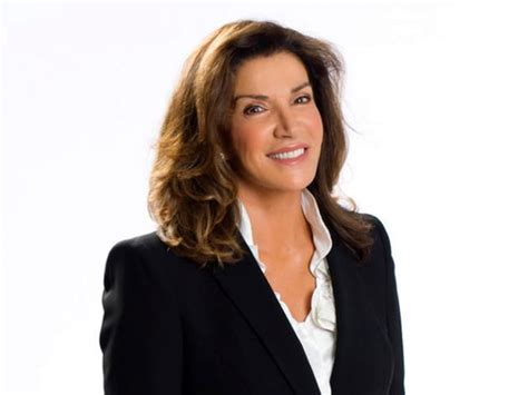 hillary farrs hairstyles with bangs hilary farr things that make us love hilary farr