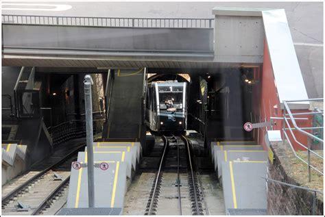 sich wagen an der station schloss begegnen sich die wagen 1 und 2 auf