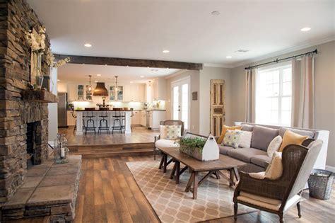 hgtv wohnzimmer fixer style grays and wood tones design