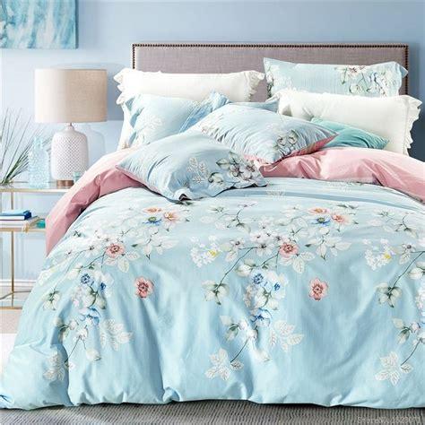couvre si鑒e les 25 meilleures id 233 es concernant couvre lit floral sur