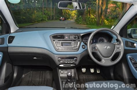 Hyundai i20 Active variants, features explained & brochure