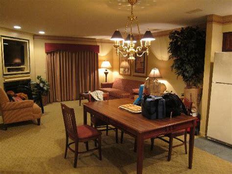 2 bedroom suites williamsburg va bedroom 1 with 2 twin beds bild von williamsburg plantation resort williamsburg tripadvisor