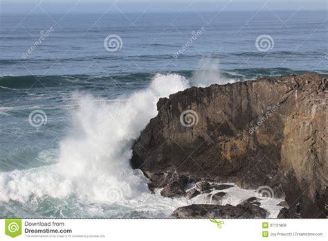 relaxing video of ocean waves at devils punch bowl youtube punch bowls devil and oregon on pinterest