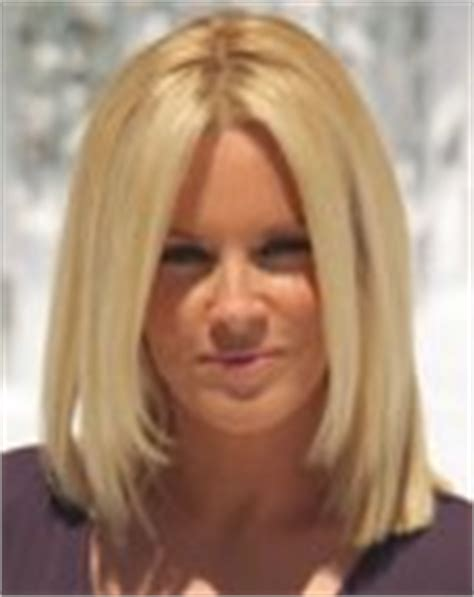 does jenny macarty wear wigs jenny mccarthy with bluntly fashioned hair and jennifer