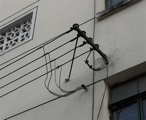 electric service wire to house service drop