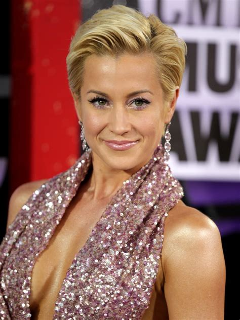 kellie pickler as hair grew from a buzz kellie pickler to co host and perform on abc s quot the view