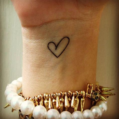 paisley wrist tattoo best 25 outline ideas on paisley