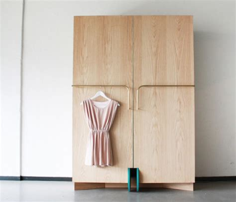 Walk In Wardrobe Fittings Diy by Smart Walk In Closet As A Mini Fitting Room Digsdigs
