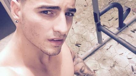 imagenes de maluma desnudo vota por tu selfie sin camisa favorito telemundo