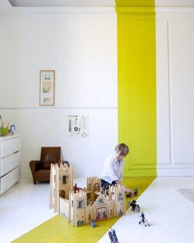 kinderzimmer tapeten ideen 4122 220 berraschender gelber streifen im in wei 223 gehaltenen raum