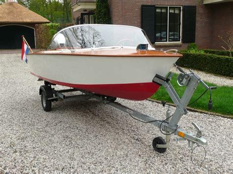 klassieke boten type mini riva open tour speed boot te koop uit 1960