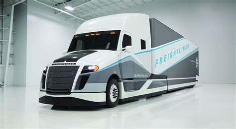 freightliner trucks freightliner supertruck study averages just 12 2mpg or 19l