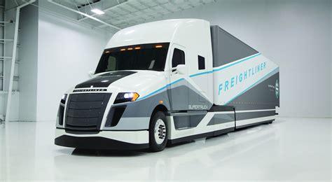 concept semi truck freightliner supertruck study averages just 12 2mpg or 19l