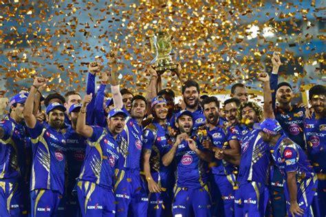 ipl mumbai team players mumbai indians players with ipl 10 trophy after they win
