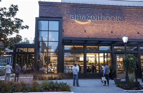 amazon retail store chicago s indie booksellers blast plans for new amazon