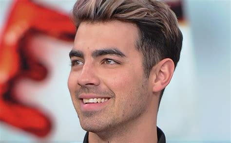 game of thrones actress joe jonas joe jonas is officially dating this game of thrones actress