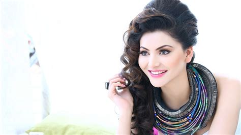 latest girl wallpaper photos of urvashi rautela hd 1080p wallpaper background