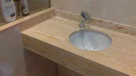encimera de marmol ba 241 os en m 225 rmol travertino romano ideas reformas ba 241 os