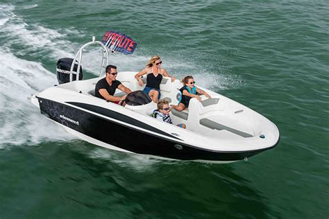 best starter boat for family motorboat award winners 2014 the best in the business