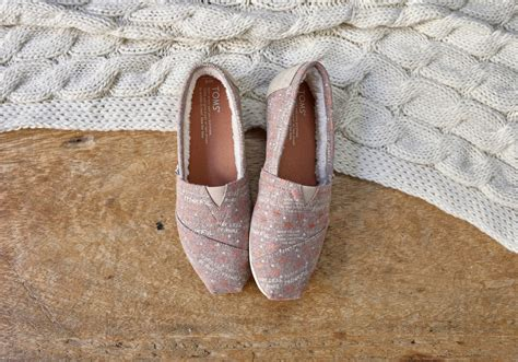 toms glow in the dark christmas light shoes light brown wool thankful women s classics toms 174