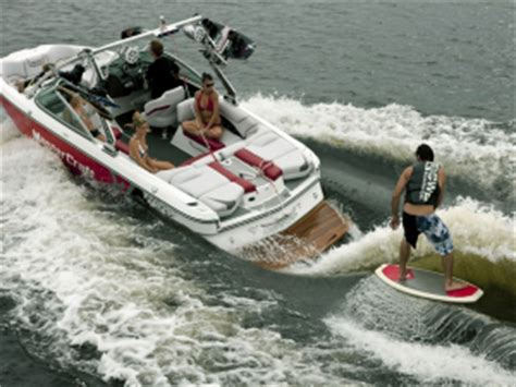 wakesurf jet boat experience our wakesurf lessons from professional teachers