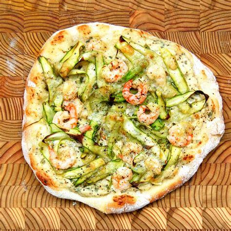 cuisiner les crevettes pizza aux asperges crevettes nordiques et gr 233 des chs
