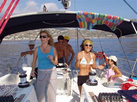 cosa portare in barca a vela tab scuola vela cosa portare in crociera