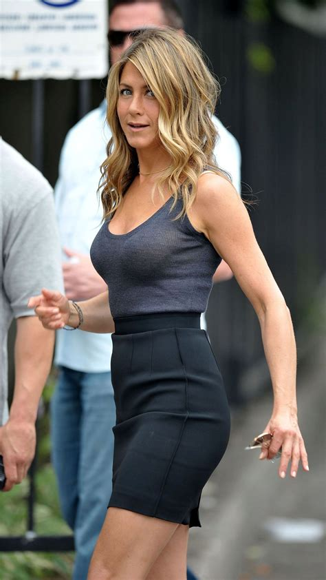 culturen king hairstyles exclusive aniston without a bra for we jennifer aniston