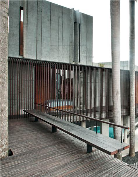 kisi kisi kayu  fungsinya  mempercantik rumah