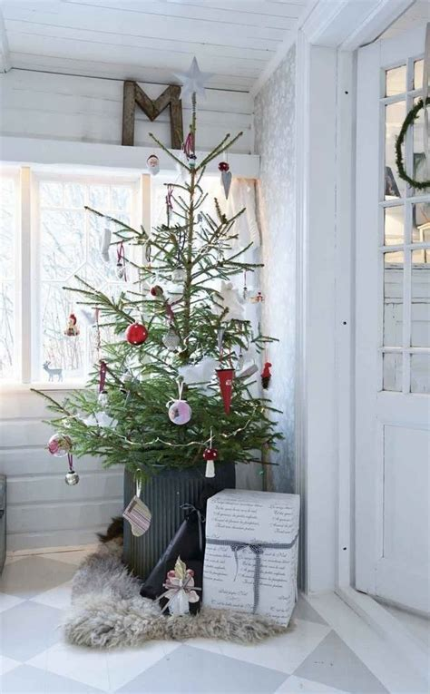 simple decorating ideas 25 simple christmas decorating ideas
