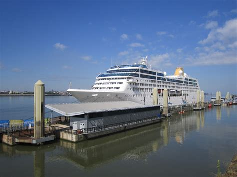 princess cruises from liverpool floating dock at princess cruise line liverpool
