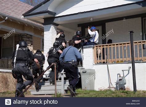 City Warrant Search Tactical Team Serving A High Risk Related Search Warrant Stock Photo