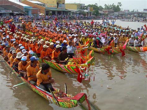 dragon boat racing vietnam ghe ngo boat racing festival in soc trang province