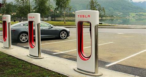 infographic 2 000 tesla superchargers installed