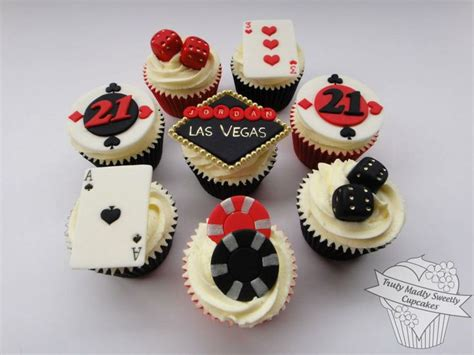 vegas themed cake decorations 17 best images about city las vegas cakes cupcakes and