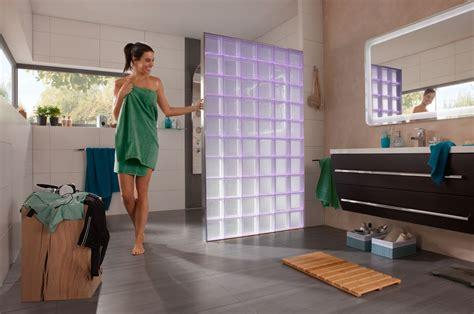 wand aus glasbausteinen led beleuchtete glasbausteine als duschabtrennung
