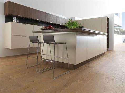 cucina con parquet abbinare il pavimento al rivestimento della cucina foto