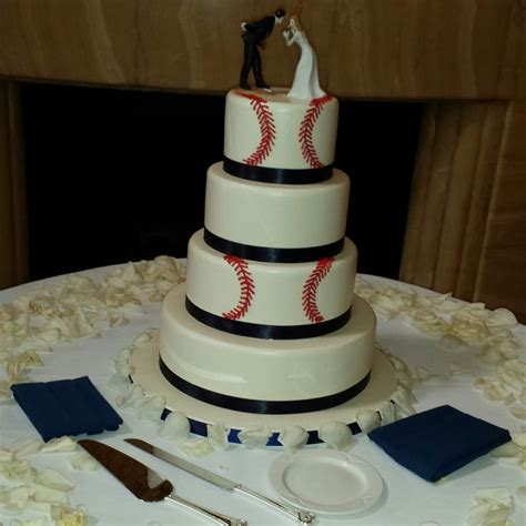 46 best images about wedding cakes on groomsmen baseball and new york yankees
