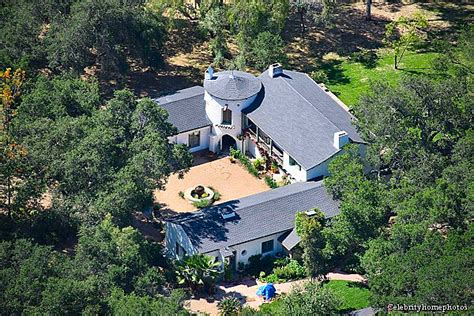 What Is A Ranch Style House Reese Witherspoon Slashes Price Of Ojai House To 7 25
