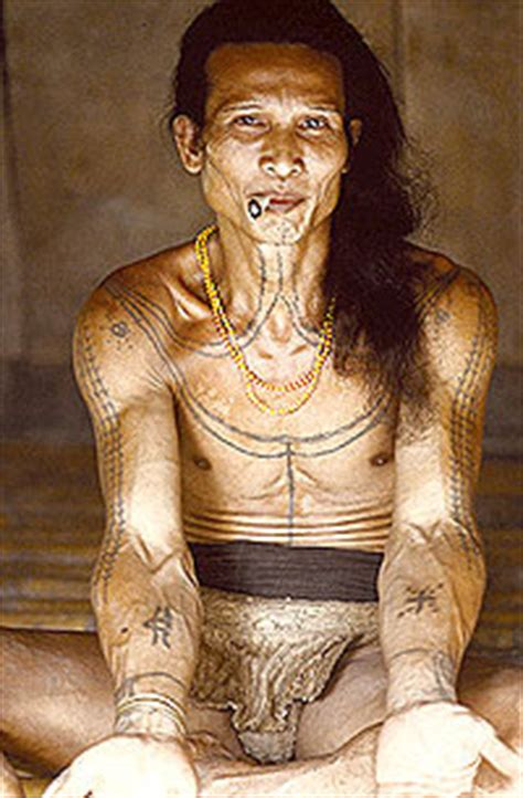 tattoo hunter indonesia cool tattoo apparently world s oldest tattoo is made in