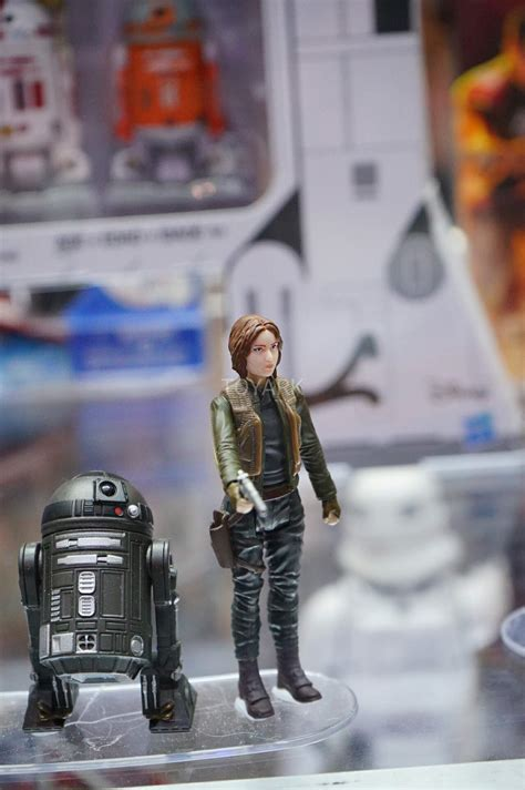Hasbro Wars Rogue One 3 75 Galen Jyn Erso Figure Wave 4 New In S comic con display shows brand new 3 75 quot figures