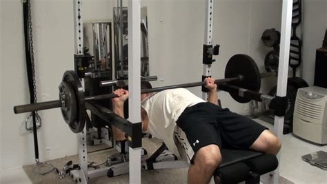 chest exercise tip bench press  weight  leg drive