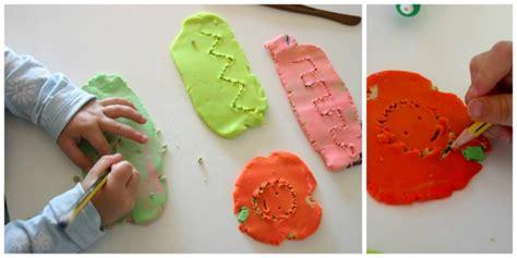 imagenes niños jugando con plastilina pre escritura y lectoescritura con plastilina club