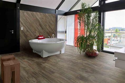 bd fürs bad badezimmer holzoptik idee