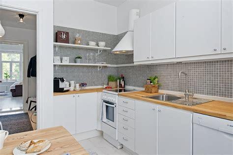 Кухня с акриловым фартуком фото