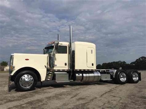 Peterbilt Sleeper Options by Peterbilt 389 2016 Sleeper Semi Trucks