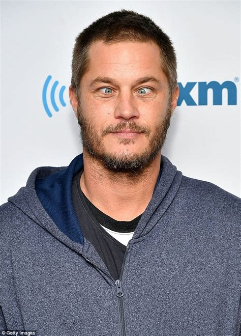 what is going on with travis fimmels hair in vikings travis fimmel crosses eyes while posing for cameras as he
