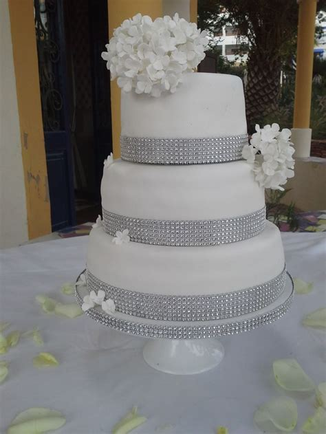 bling wedding cakes bling white wedding cake no 4a you are here home bling white wedding