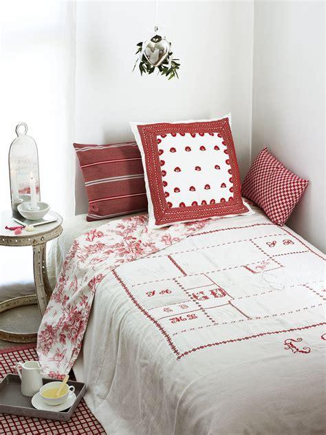 un couvre lit en bouts de tissus