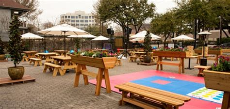 Backyard At The Social House Uptown Behold Social House S Game Yard Dallas